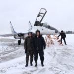 Фото с летчиком возле МиГ-29