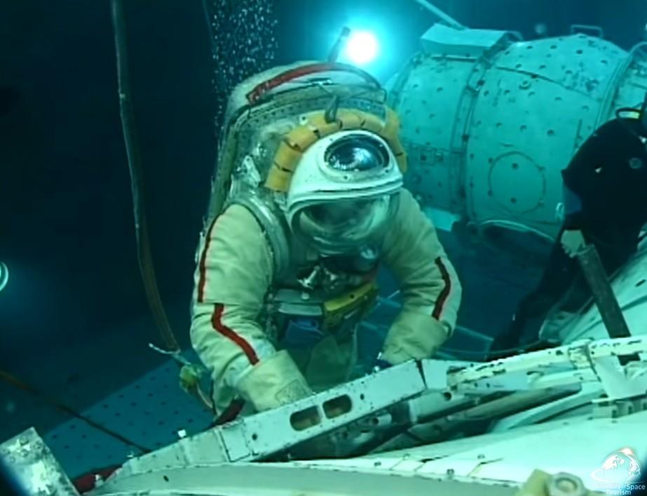 Стать космическим туристом