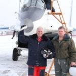 Фото с летчиком после полета на МиГ-29
