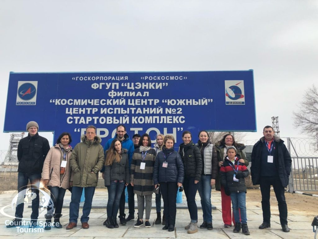 Наши туристы у площадки Протон